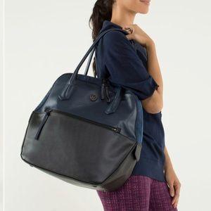 Lululemon Happy Hatha Hour Bag gym inkwell black